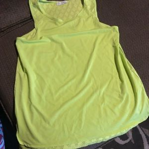 Breathable mesh in back workout shirt